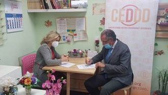 CEDDD firma con Fundación Oxiria su incorporación como socio.