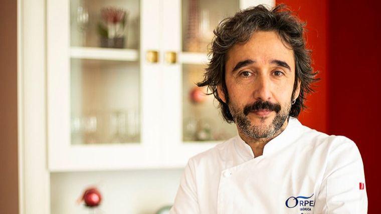 El chef con dos Estrellas Michelin Diego Guerrero cocina el menú de Nochebuena para los mayores de las residencias ORPEA