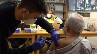 La comunidad foral vacuna a grandes dependientes.