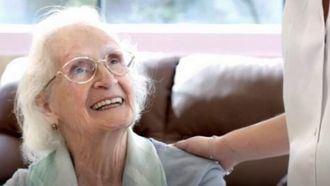 Vitalia Home lanza el servicio de atención médica 24 horas para sus residentes.