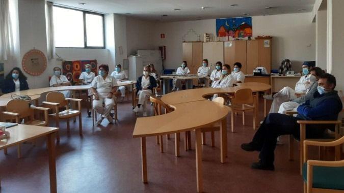 Sermade ofrece talleres de salud bucodental a residentes y trabajadores de Amavir.