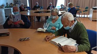 Amavir se une a los Clubs de Lectura de Atresmedia para fomentar la cultura y el acompañamiento de las personas mayores.
