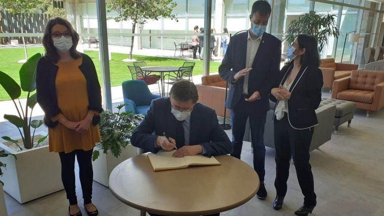 Puig y Oltra visitan el nuevo centro de OnaCare Vinaròs