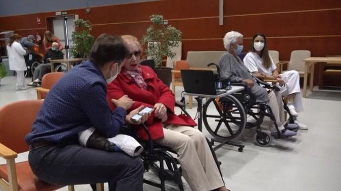 """El Gobierno de Navarra aprueba nuevas medidas hacia la """"normalización"""" de la vida cotidiana en los centros residenciales de mayores."""