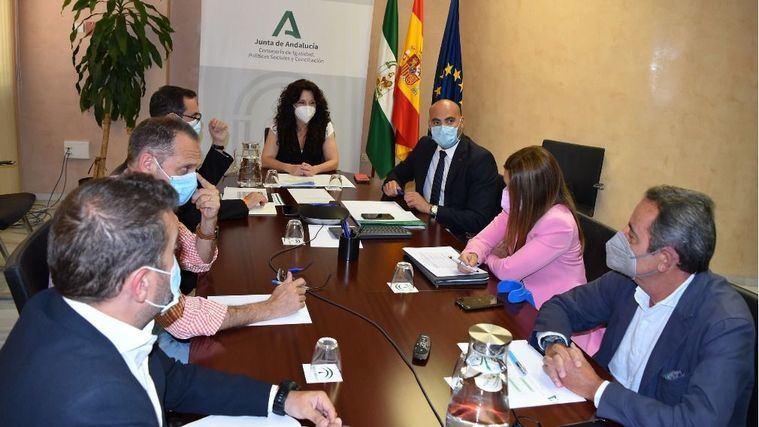 Andalucía habilita un comité de expertos para fijar el nuevo modelo de centros de atención a personas dependientes