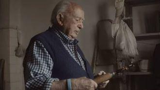 José Lezáun, residente en San Jerónimo de 99 años, protagonista de un vídeo sobre actividades significativas.