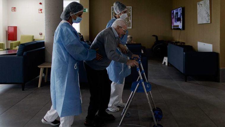 AESTE pide a Sanidad extremar las medidas en las visitas a las residencias si los contagios siguen al alza
