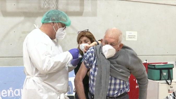 Vacunación a personas mayores.