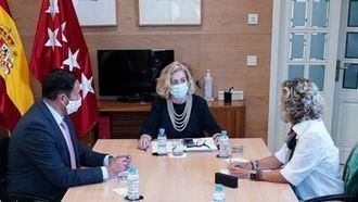 La consejera de Política Social de la Comunidad de Madrid, Concepción Dancausa, en la reunión que ha mantenido con el equipo directivo de AESTE.