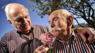 El PSOE propone que todas las residencias de ancianos sean amigables con el colectivo LGTB