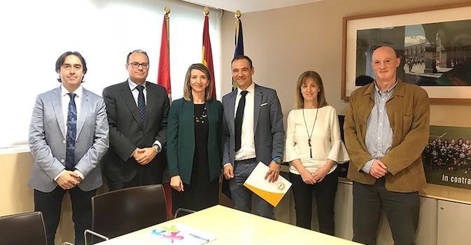 Castilla y León, receptiva a bajar el IVA de las residencias al 4%