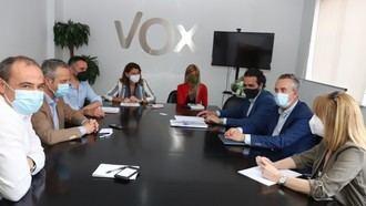 Encuentro de Acalerte y Lares con los representantes de VOX en su sede.
