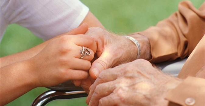 Castilla y León obliga a acreditarse a los prestatarios del servicio de ayuda a domicilio