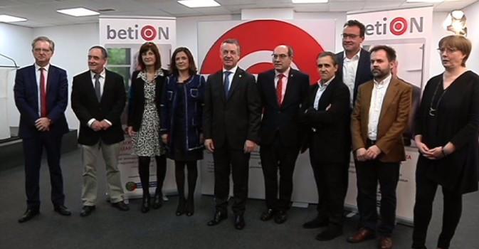 El Gobierno vasco inicia la digitalización del servicio de Teleasistencia
