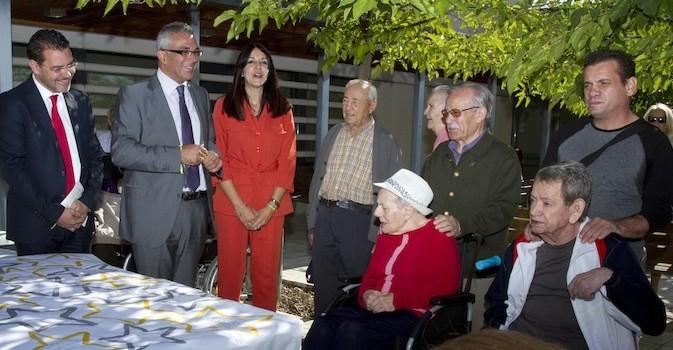 La Comunidad de Madrid tiene valorados al 99% de los solicitantes de dependencia