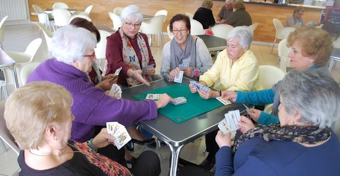 La Generalitat convertirá los centros para mayores en centros cívicos