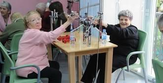 Madrid fomenta la colaboración de usuarios y profesionales en residencias y centros de día de mayores