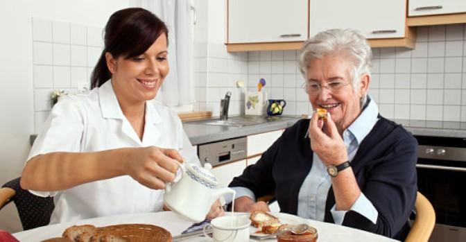 Recuperar las cotizaciones a los cuidadores, medida de la nueva Estrategia nacional de personas mayores