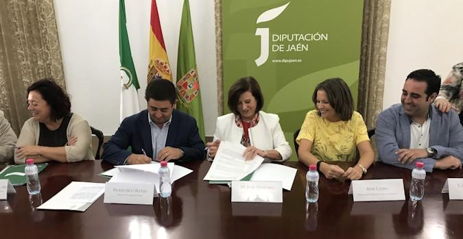 Firma de un convenio del plan andaluz para mitigar los recortes del Gobierno en dependencia