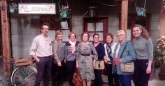 Residentes de DomusVi Valdemoro en Madrid visitan el plató de la serie 'El Secreto de Puente Viejo'
