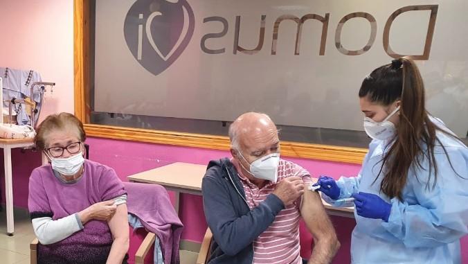 Los residentes y trabajadores de DomusVi ya reciben la segunda dosis de la vacuna contra la COVID-19