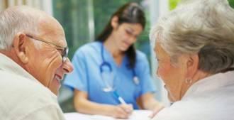 El Colegio de Enfermería de Madrid atiende más de 300 denuncias al año de sus profesionales en residencias
