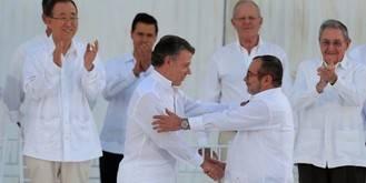 Por fin paz en Colombia y Clinton alecciona a Trump en EEUU