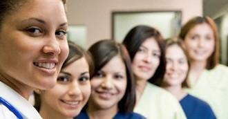 La CAM abre la puerta para que los voluntarios puedan acreditarse como profesionales de la Dependencia