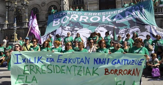Las trabajadoras de residencias de Vizcaya convierten su conflicto en