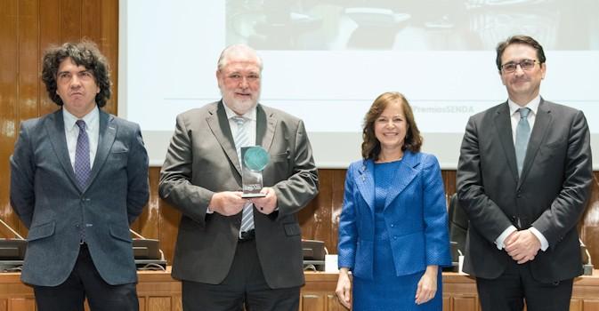 El director general de ILUNION Sociosanitario recoge el Premio Senda Profesional del Sector