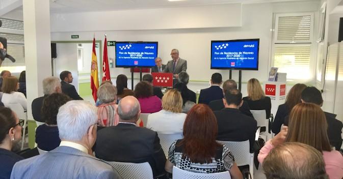 La Comunidad de Madrid incrementará la plantilla de las residencias en más de 1.000 trabajadores