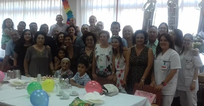 Josefa Santos cumple 111 años en la residencia de Geriatros-SARquavitae en Mirasierra, Madrid