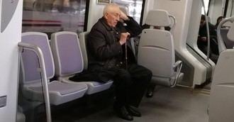 Experto augura un mal final de vida 'por lo caro y duro que es cuidar a ancianos incapacitados'