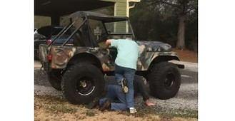 Visto en la red: Subirse a un jeep puede ser a veces muy difícil