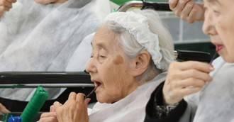 Terapia cosmética para combatir la demencia en los mayores