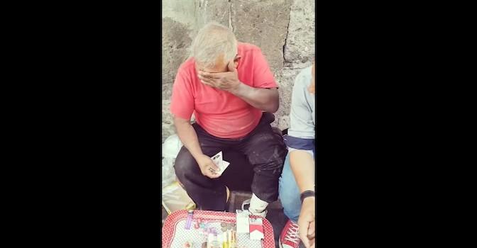 Visto en la red. Conmovedora escena en un mercado de México