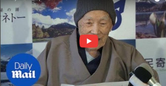 Visto en la red. 112 años contemplan al hombre más longevo del mundo