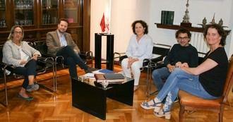 De izquierda a derecha, Anichu Agüero, Alejandro Toquero, la consejera Carmen Maeztu, Txema Mauleón e Inés Francés.