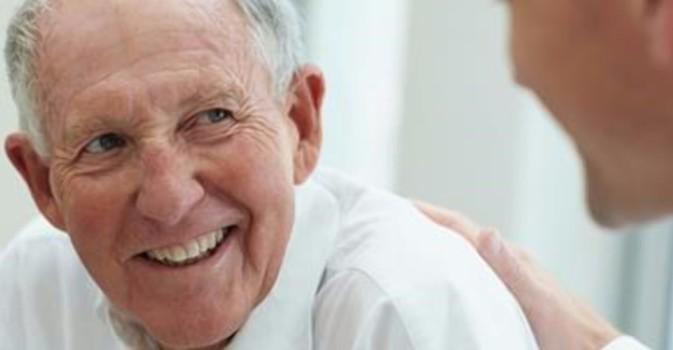 El 80% de las personas mayores de 75 años presenta presbiacusia