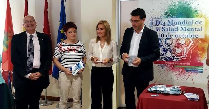 Madrid entrega 45 pulseras de emergencia a personas con Alzheimer