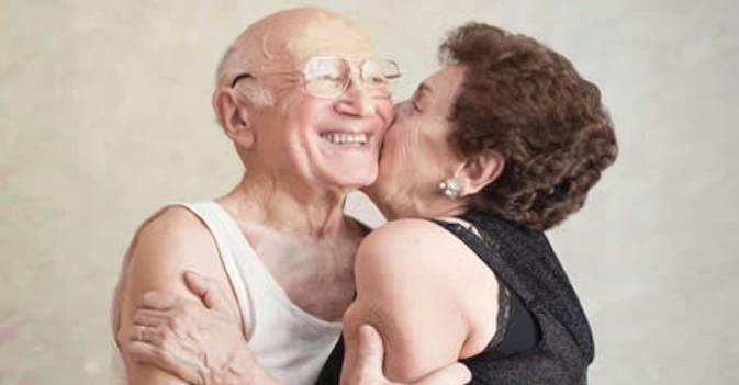 Más de la mitad de estadounidenses con pareja entre 65 y 80 años son sexualmente activos