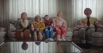 Visto en la red: Una familia hinchable no evita la soledad de las personas mayores