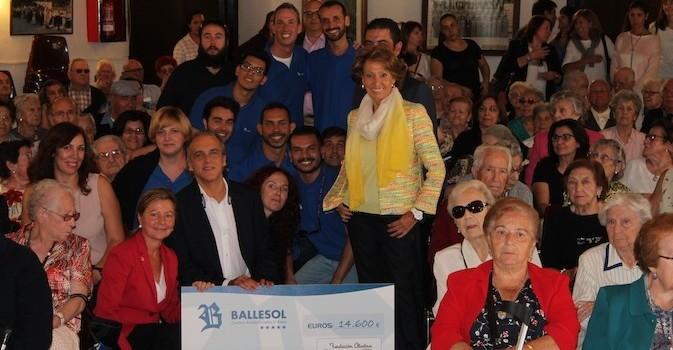 180 mayores solidarios entregan 14.600 euros a niños enfermos de cáncer