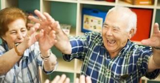 'La terapia de validación reduce el estrés y da sentido al trabajo del cuidador de las personas con demencia'