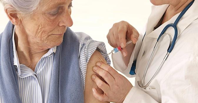 Un año más, Sanidad recomienda la vacunación frente a la gripe a mayores y sanitarios