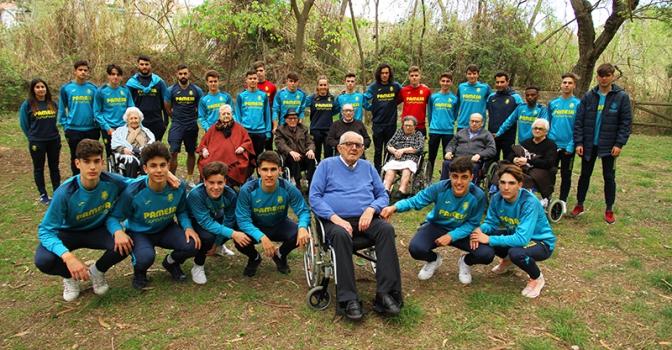Cadetes del Villareal CF y residentes de Virgen de Gracia, juntos en el proyecto 'Historia de vida'